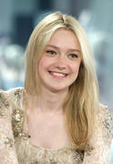 +VID ADD* Dakota Fanning @ NBC's Today Show 06/07/10- 15 HQ