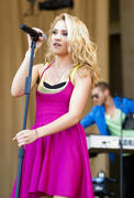 http://img165.imagevenue.com/loc100/th_87557_Emily_Osment_2010___Taste_of_Chicago_concert_260610_005_123_100lo.jpg