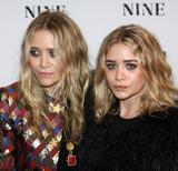 Olsen twins (Сестры Олсен: Мэри-Кейт и Эшли) - Страница 5 Th_95460_mary-kate_and_ashley_olsen_nine_premiere_tikipeter_celebritycity_019_123_1158lo