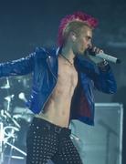 http://img165.imagevenue.com/loc209/th_39719_jared_shirtless_04_122_209lo.jpg