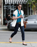 http://img165.imagevenue.com/loc216/th_89596_Katherine_Heigl___At_Little_Doms_restaurant_in_Los_Feliz_30.03.2010__36_122_216lo.jpg