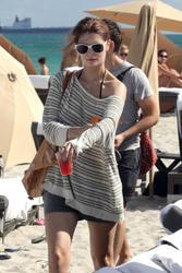 http://img165.imagevenue.com/loc437/th_312182676_Mischa_Barton_Bikini_Candids_on_the_Beach_in_Miami_December_27_2011_142_122_437lo.jpg