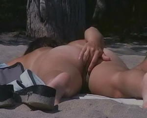 [Image: th_76679_RealAmateurGirlsNudeOnTheBeach1kb_123_44lo.jpg]