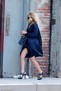 http://img165.imagevenue.com/loc476/th_85365_Mary_Kate_Olsen_running_errands_in_NYC4_122_476lo.jpg