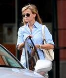 th_50937_Reese_Witherspoon_Out_and_About_in_LA_8-31-07_3_122_606lo.jpg
