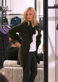 th_72301_78289-blake-lively-candid-chanel-boutique-nyc-09-0_122_679lo.jpg