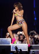 th_13280_RihannaperformsinAntwerp22.10.2011_25_122_83lo.jpg