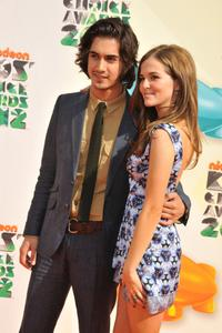 http://img165.imagevenue.com/loc91/th_358399465_CFF_Zoey_Deutch_Nickelodeons_25th_Annual_Kids_Choice_Awards_In_LA_March_31_2012_016_122_91lo.jpg