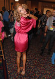 th_96604_fashiongallery_VSShow08_Backstage_AlessandraAmbrosio-21_122_974lo.jpg