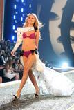 th_98435_Victoria_Secret_Celebrity_City_2007_FS426_123_974lo.jpg