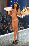 th_07125_fashiongallery_VSShow08_Show-128_122_977lo.jpg